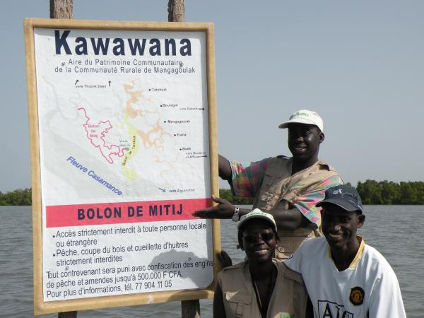 Sign post of the red zone in the Kawawana Community Conserved Area, noting the specific rules of access and use (the strictest among the three areas)