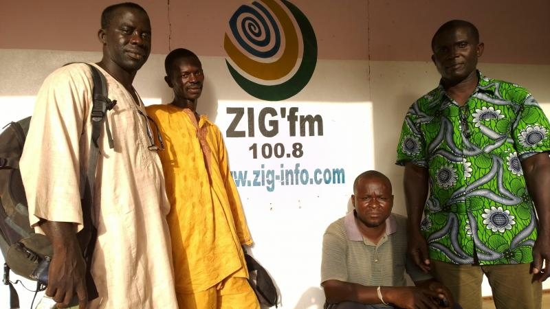Radio programmes in local languages allow for live debates about Kawawana between fishermen (here in the picture) and the broad audience that is invited to call-in and participate in real time.