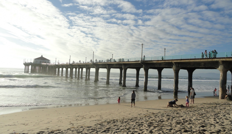 Creative Commons (Jatiga  https://pixabay.com/en/pier-santa-monica-beach-angeles-875668/)