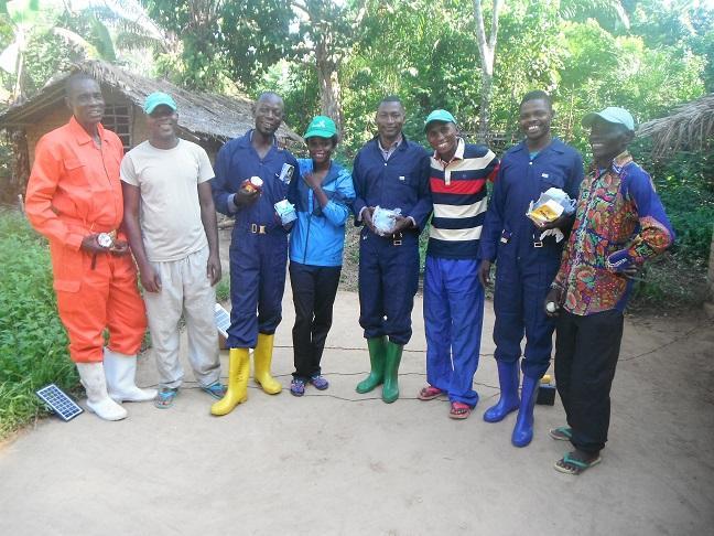 Les 4 pisteurs de Bokeka (forêt Nkoso/Ikela) avec les animateurs de GACEBB